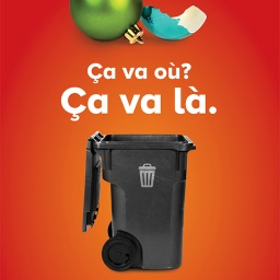 Les boules de Noël ne sont pas acceptées dans le bac bleu, qu'elles soient brisées ou non. Selon leur composition, elles contaminent soit le verre, soit les autres plastiques. Si elles ne sont pas réutilisables, elles doivent être jetées à poubelle.