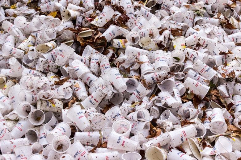 plastic-cups-973103_1920.jpg