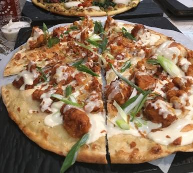 Pizza Vegan aux «ailes» de chou-fleur