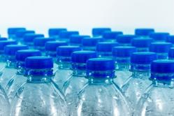 Le polysester recyclé fait à partir de bouteilles d'eau